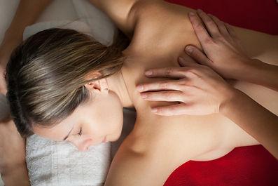 Tuina Massage ist eine ideale Technik um schmerzhafte und tiefliegende Verspannungen zu lösen