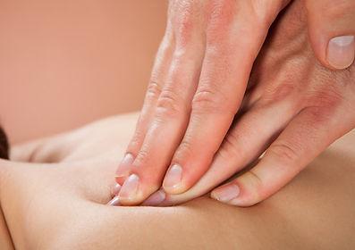 Die Klassische Massage entspannt Muskeln, fördert die Durchblutung und den Stoffwechsel und führt zu einer tiefen seelischen Entspannung