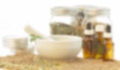 Chinesische Kräuter gibt es in Pulver- oder Tropfenform