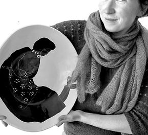 Portrait avec plat porcelaine
