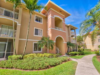 Just Listed, West Palm Beach - Villas at Emerald Dunes 2 BR, 2 BA Condo