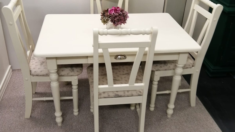 Hare Farmhouse Set Table & 4 Chairs