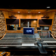 How Recording Studios Can Help Bands Compete In The Top 100