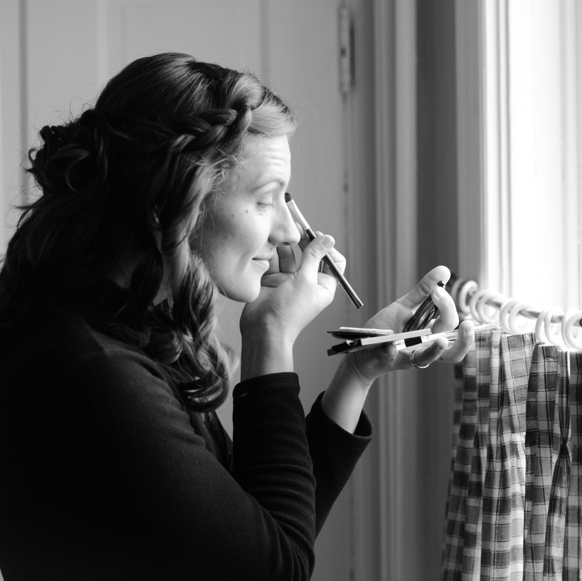 Kelsey putting on her makeup