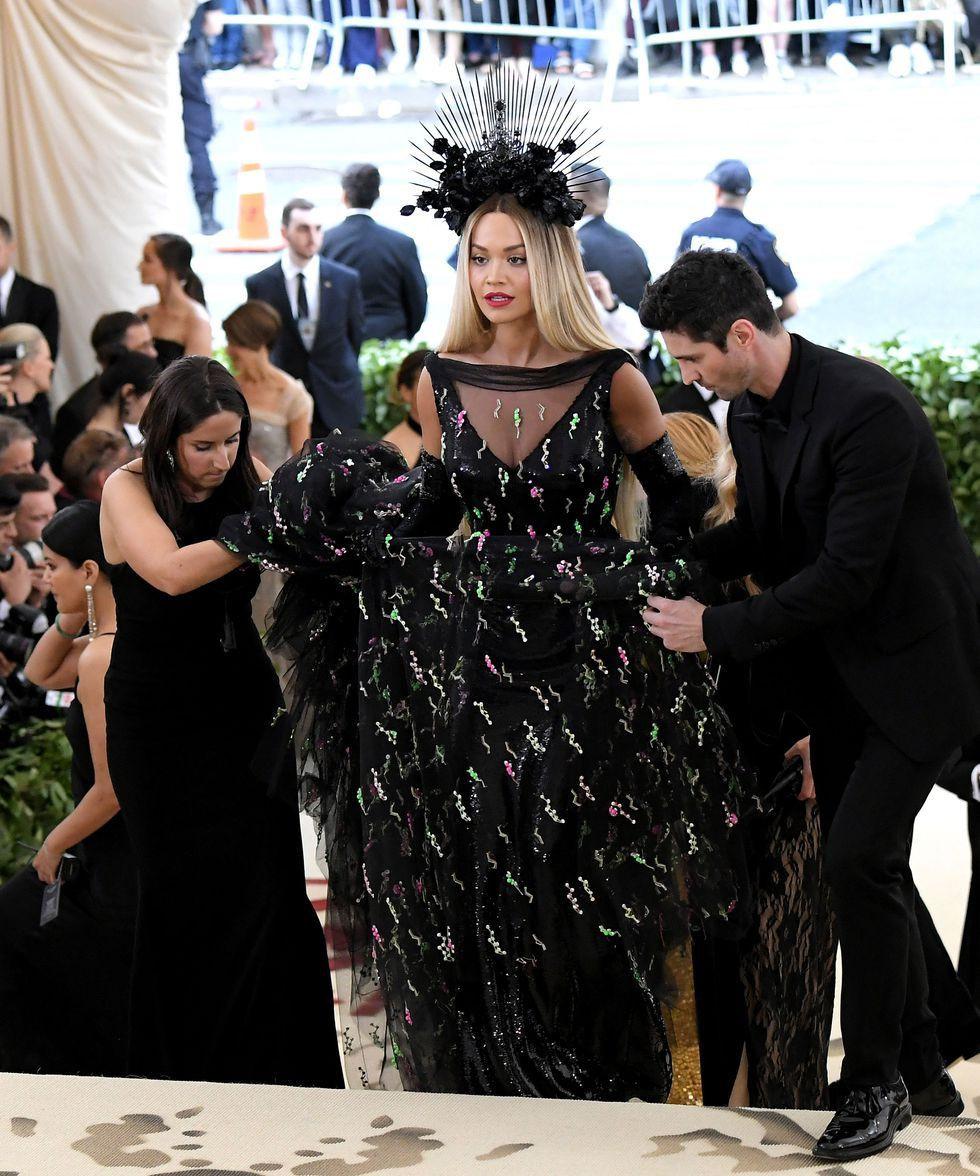 black,gown,crown