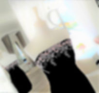 Robe noir avec ajout de dentelle rose_2.