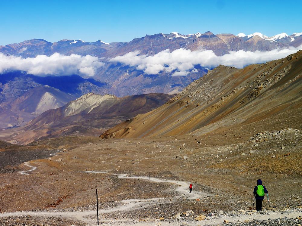 The way from Thorong La to Charabu village (4230 m)
