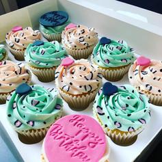 Animal print cupcakes.