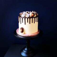 Stylish drip cake.