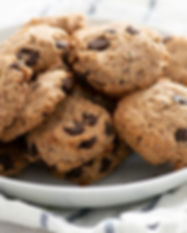 Almond-Chocolate-Chip-Cookies-4_resize-1