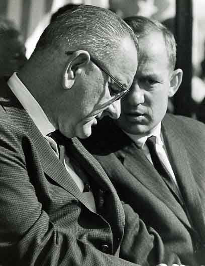 Lud Ashley conferring with President Johnson.