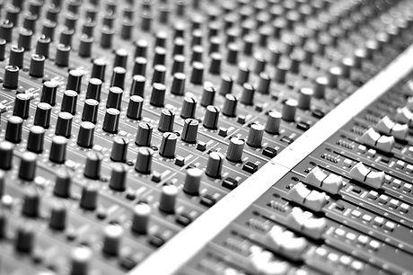Audio Mixing Pult_edited.jpg