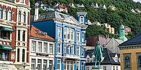 Bergen_Ludvig_Holberg_Statue.jpg
