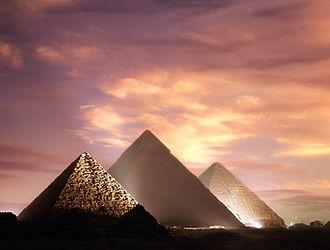 Piramides Egito.jpg