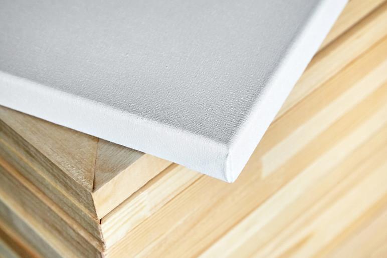 093778050-white-cotton-canvas-wooden-str