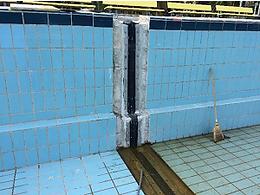 Dehnfuge in Schwimmbecken