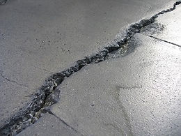 Ausbrüche in Industrieboden
