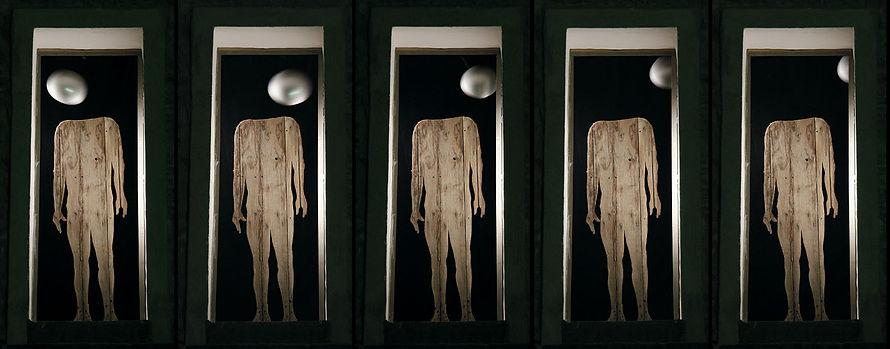 luna piena, testa oscillante, sagoma in legno, pendolo, De Meo - Spanò... museo d'arte contemporanea.