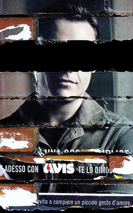 foto di carlo de meo - manifesto dell'AVIS fotografato a Latina con Tiziano Ferro come testimonial