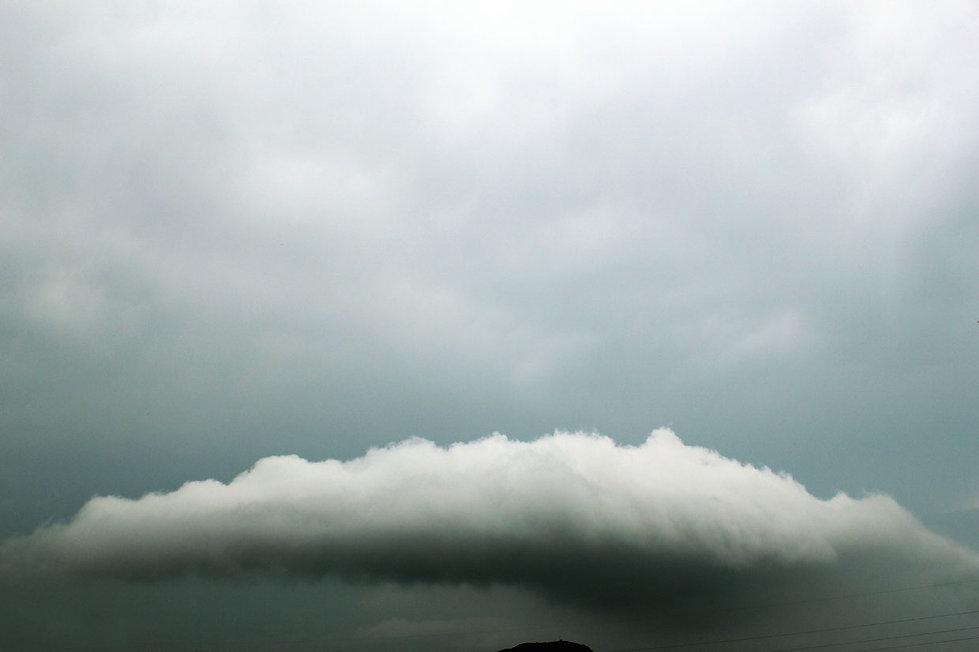 sotto una nuvola, nuvola sulla collina di Campese, Maranola