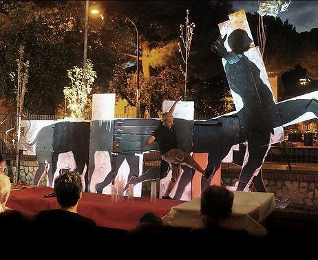 performance dell'artista Carlo De Meo, Formia, estate 2014