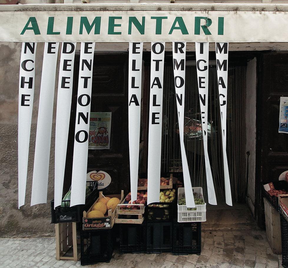 installazione d'arte, scritta su negozio,bugia, idee, armonia, immagini
