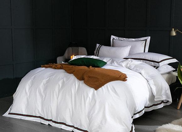Белое постельное белье из Королевского хлопка с синими вставками