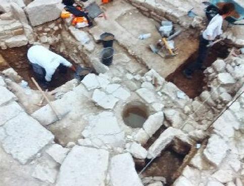Une fontaine découverte sur le chantierde fouilles d'Ucetia