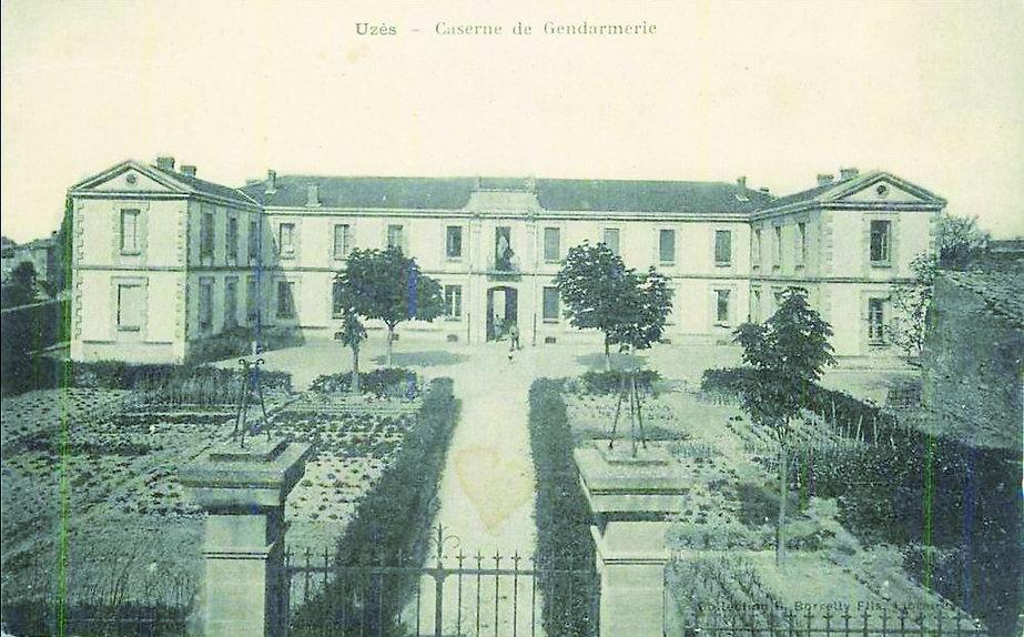 Ancienne caserne de gendarmerie d'Uzès, carte postale vers 1900