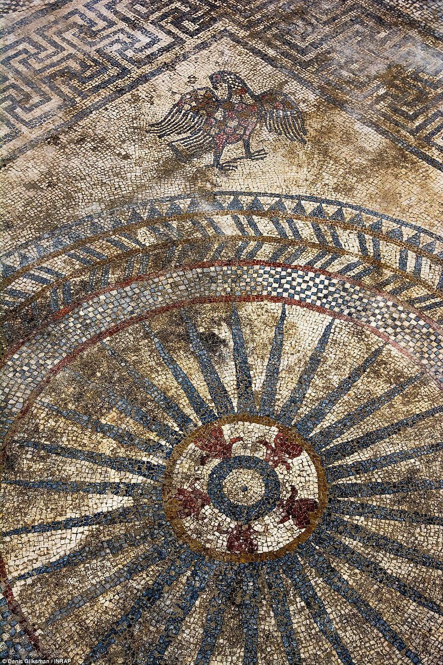 Belle image de la mosaïque découverte à Uzès