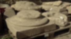 Colonnes doriques découvertes à Ucetia, champ de fouilles de l'ancienne gendarmerie à Uzès.