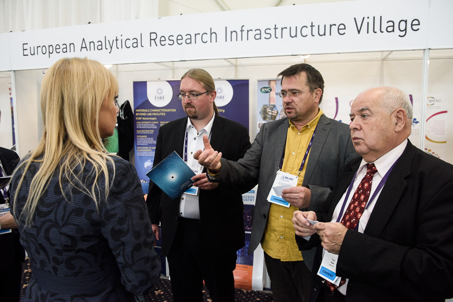Visit from the European Commission on the EARIV common booth at the 2016 ReInEu in Bratislava