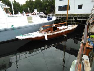 """""""Signe"""" Finsk A-class fra 1937 like etter hun var hentet til Åstveitvågen."""