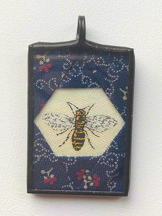 """1"""" x 1 1/2""""Bee Pendant"""