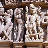 fragment-ancien-bas-relief-dans-celebre-
