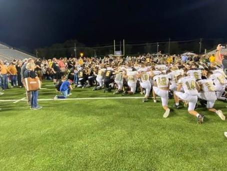 High School Football Teams Defy Orders and Lead Fans in Stirring Postgame Prayer