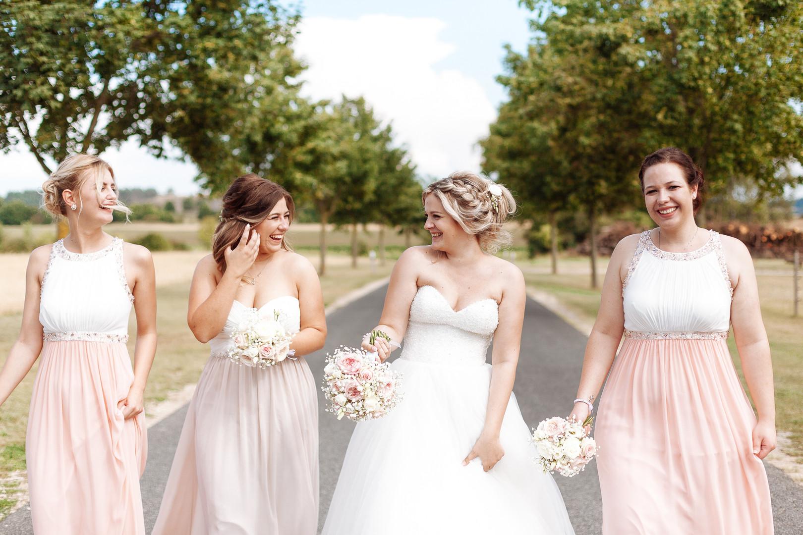 Brautjungfern auf Tour