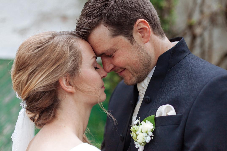 Brautpaar Kopf an Kopf