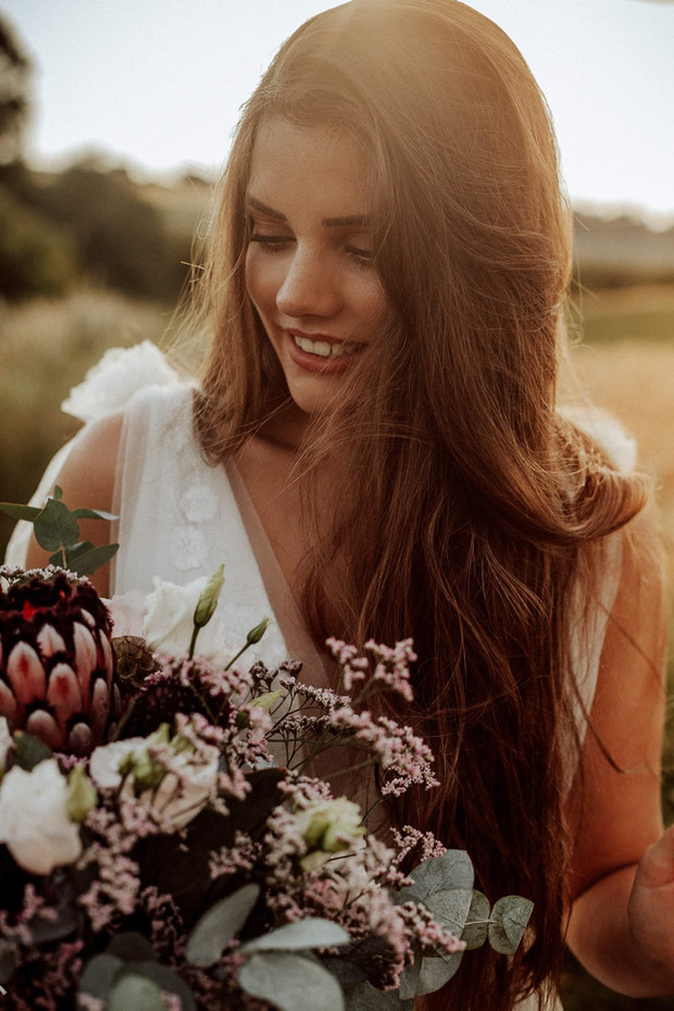 Braut Portrait mit Blumenstrauß