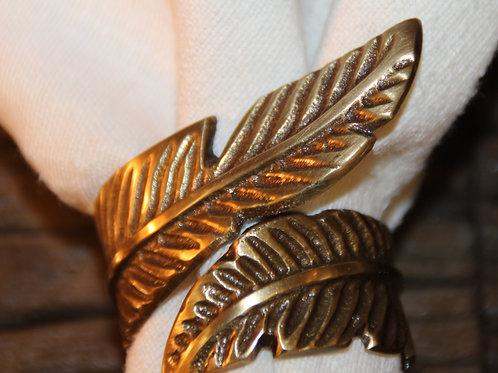 Serviettenring aus Metall in Altgold
