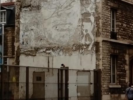 Girl on wall, an introspection