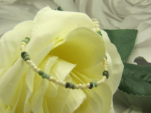 Emerald nugget and mother of pearl bracelet