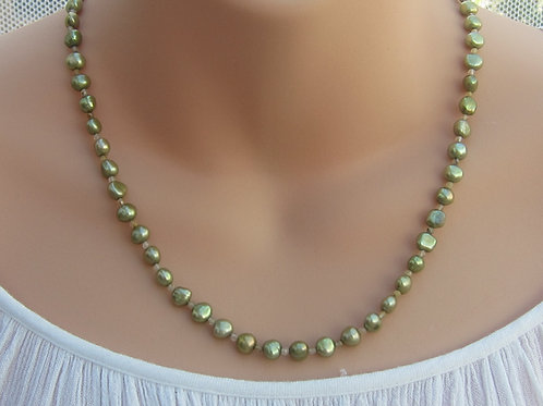 Pistachio green pearl and silver necklace