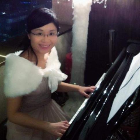 Fanny Yung (Piano)