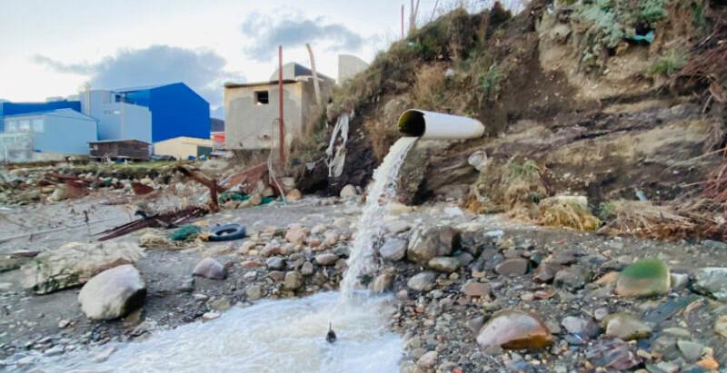 Gobierno tira cloacas crudas en el Canal Beagle