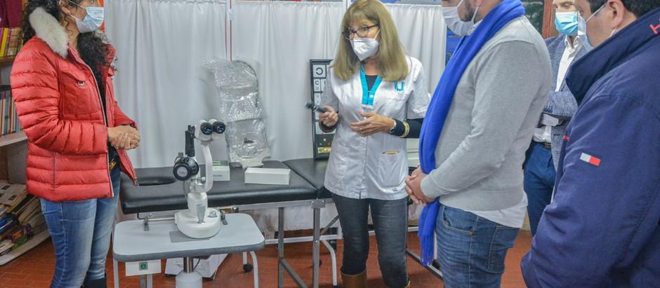 Ushuaia: Laura Avila donó equipamiento oftalmológico al Centro Comunitario Le Martial