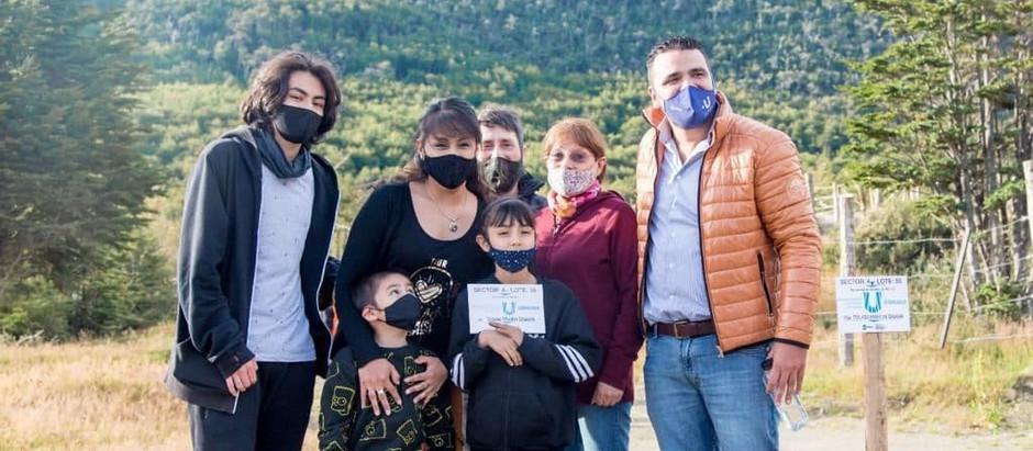 Ushuaia: Vuoto encabezó la entrega de más de 40 lotes