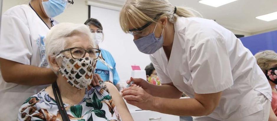 Covid-19: El 70% de los mayores de 50 años ya recibió la segunda dosis de la vacuna