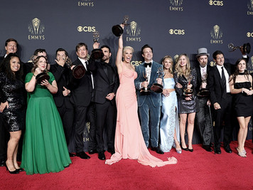 """""""The Crown"""" y """"Gambito de Dama"""" fueron elegidas como lo mejor de la televisión en los Emmy"""