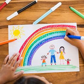 child-drawing-happy-family-PL6CG53.jpg